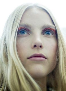 The beauty look at Giambattista Valli - Photographe Kevin Tachman - vogue.com