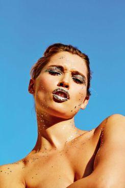 Le maquillage à paillettes, photo par Matthew Kristall - vogue.fr