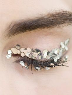 Make-up at Chanel Fall 2013 - left-my-heart-in-paris.tumblr.com