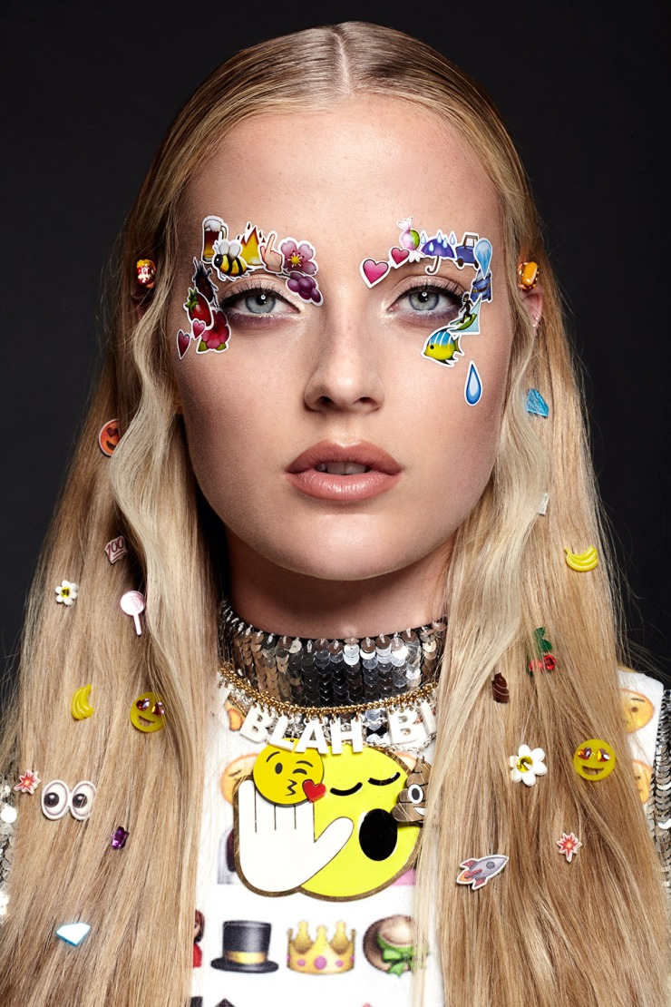 Emoji Girl Emoticon Stickers Beauty Editorial Shoot with Model Emily Steel - Photographer: Jamie Nelson - jamienelsonphoto.blogspot.fr