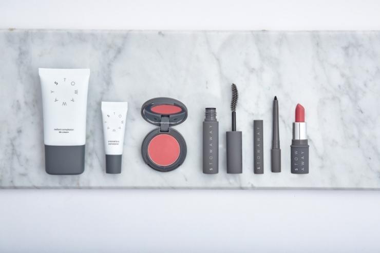 The Stowaway Kit de Stowaway Cosmetics - theeverygirl.com