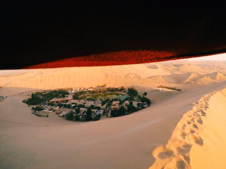 """The Huffington Post a publié cette photo, prise en plein désert au Pérou, dans sa rubrique """"Explore the beauty of the dry land that comprises the world's deserts."""" - © Quentin Honoré - Facebook A-Broad Studio"""