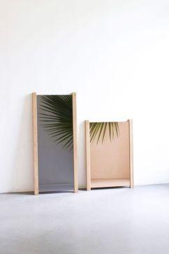MIROIR INCLINÉ COLORÉ de Coming B. Bordures en chêne. 60 x 86 cm. 182 eurosComing B - cotemaison.fr