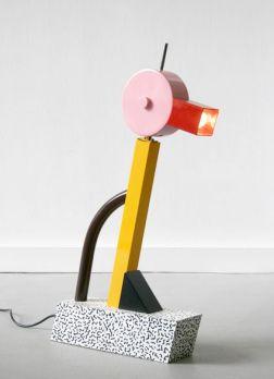 Lampe Tahiti en métal laqué et plastique laminé d'Ettore Sottsass 1981 - www.world-of-design.info