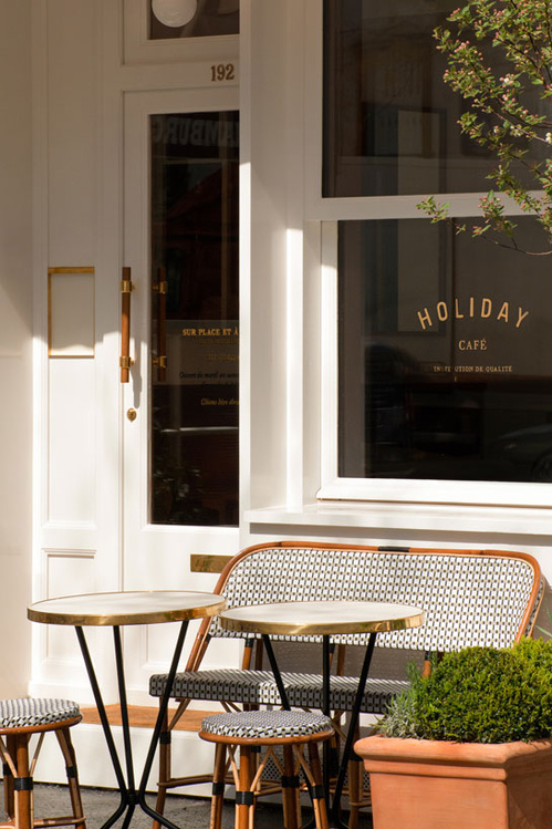 Holiday Café - vogue.fr
