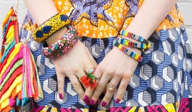 saraisinlovewith_blogger_look_quirky_style_celiab_ethno_prints_skirt_african_moschino-rainbow_bracelet