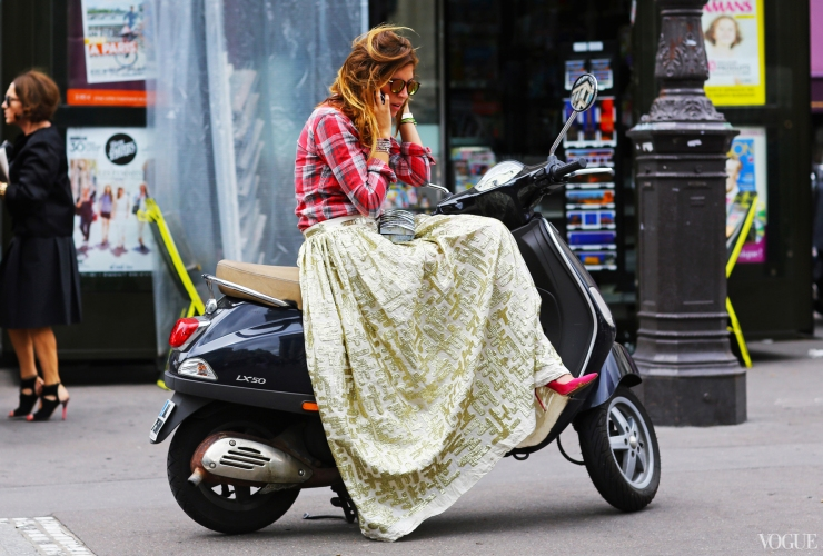 Vespa girl - Vogue Street style - vogue.com