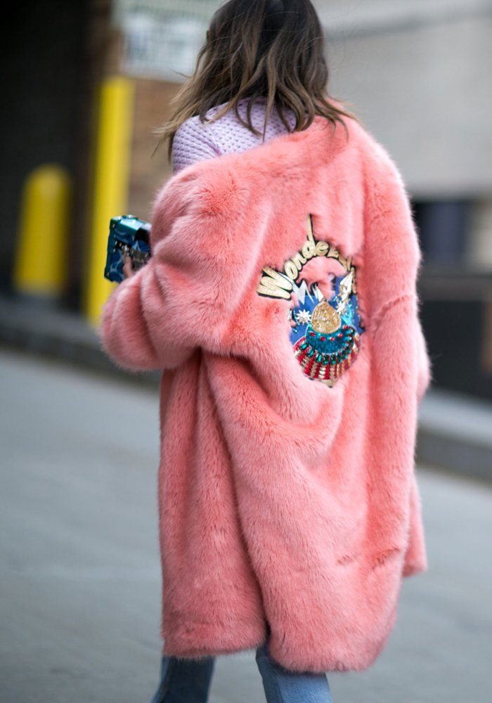Aimee Song - pink fur coat - fourrure rose - street style - Photo : Imaxtree - leseclaireuses.com