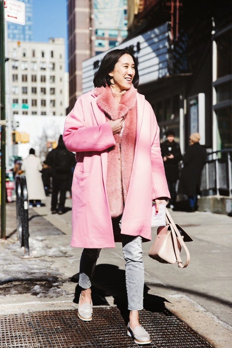 Street style - collage vintage - NYFW - Eva Chen pink coat fur scarf - coolchicstylefashion.com