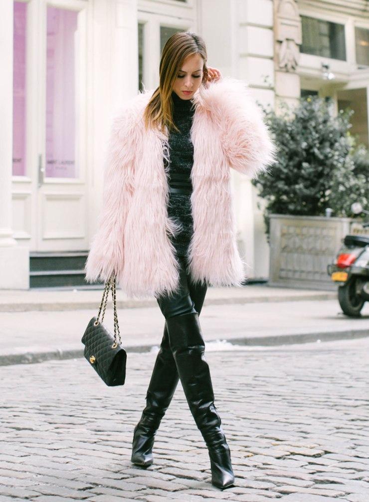 NYFW street style - pink fur / fourrure rose - sydnestyle.com
