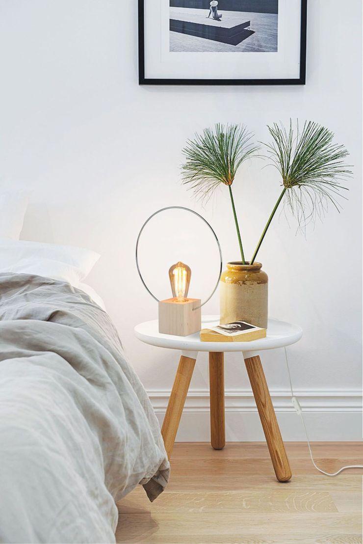 Lampe de chevet Aura en hêtre naturel et chrome et ampoule à filament - luzeva.fr.