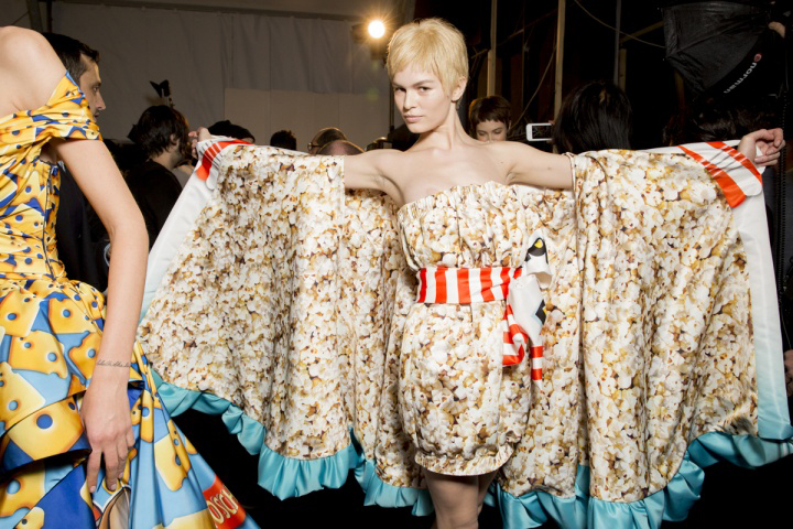 Moschino pop corn cape dress - FW 2014 by Jeremy Scott - Backstage
