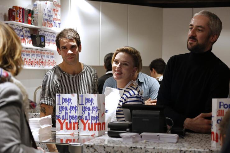 Scarlett Johansson et Romain Dauriac - Yummy Pop - Marais - Photo AFP