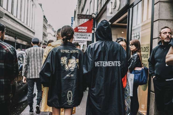 Street style - Alta Costura - Paris - Vetements & Versace
